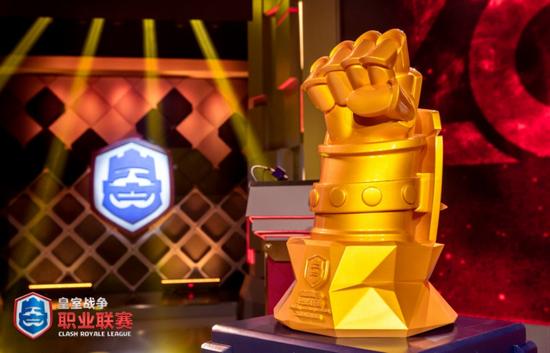 谁能高举象征中国最强的黄金之拳